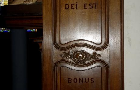 Hic domus Dei est et porta caeli : et vocabitur aula Dei. Ce lieu est redoutable : c'est ici la demeure de Dieu et la porte du ciel